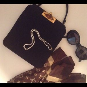 Accessories - Sunglasses. Black. Round. JACKIE O Styling.